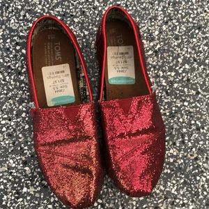 96a0591454c TOMS Red Glitter Sparkly Flats Size Youth 5.5